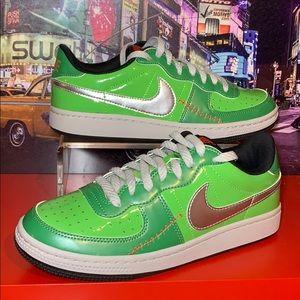 "Nike LEGEND LE ""Frankenstein"" Sneakers Size 6Y 🔥"